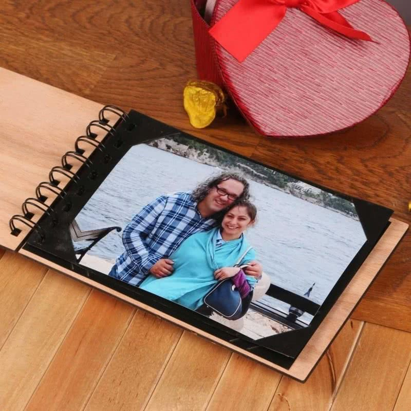 Bay ve Bayan Mutlu Çift Fotoğraf Albümü