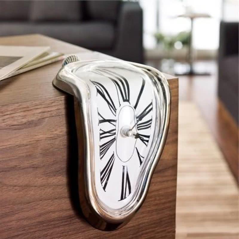 Dali Eriyen Masa Saati