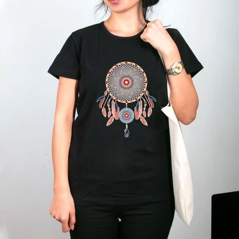 Düş Kapanı Tasarımlı Çanta Tişört Kombini