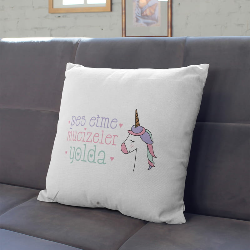 Pes Etme Mucizeler Yolda Unicorn Tasarım Yastık