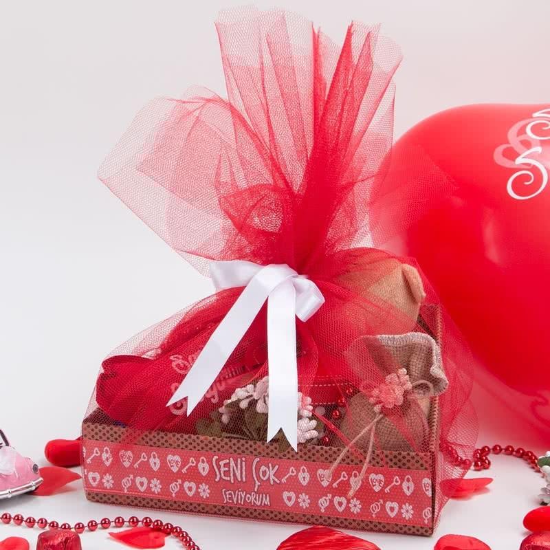 365 Gün Aşk Mesajlı Hediye Sepeti