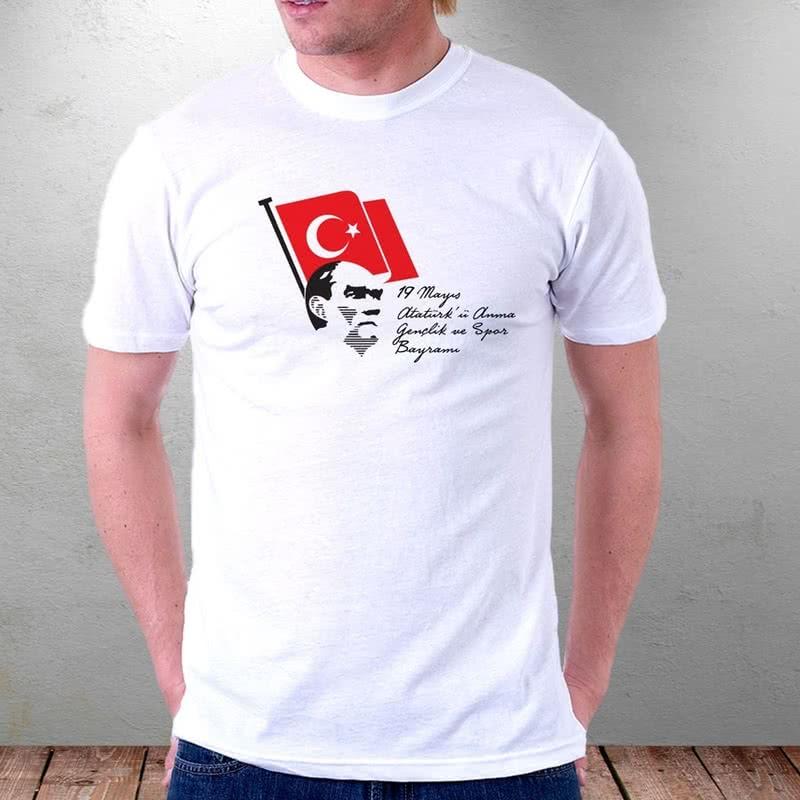 Bayraklı Atatürk Tişörtü