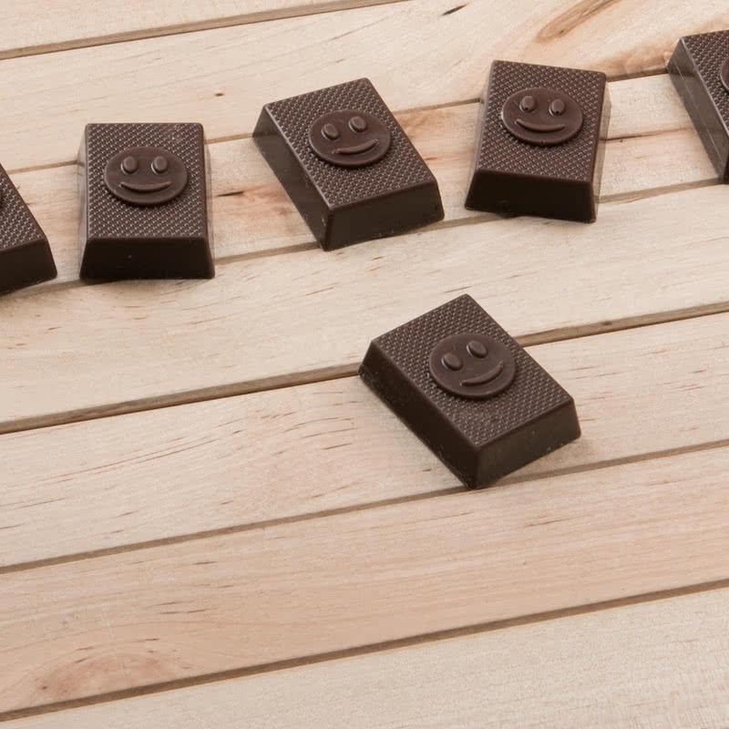 Gülümseyen Yüz Emojili Harf Çikolata