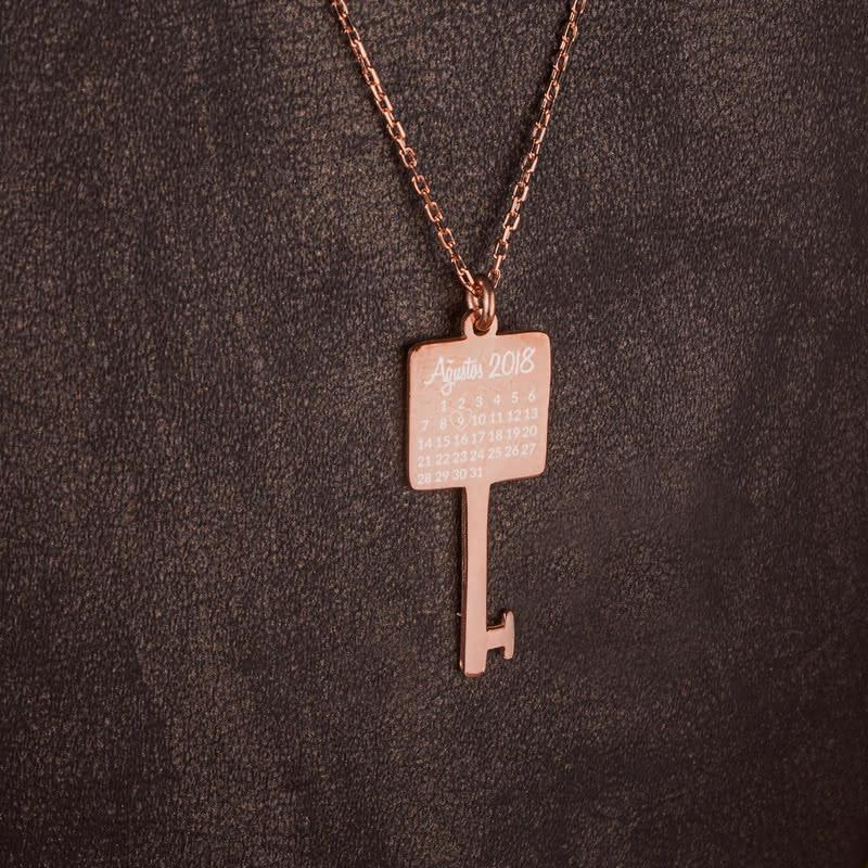 Özel Gün İşlemeli Anahtar Rose Gümüş Kolye