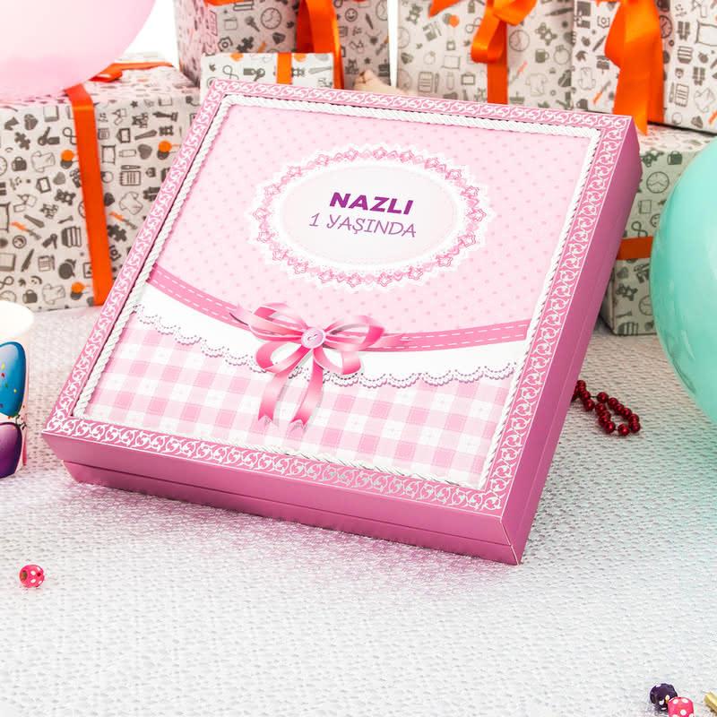 1 Yaş Doğum Günü Konseptli Madlen Bebek Çikolatası