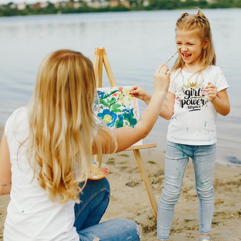 Anneler ve Kızları için Girl Power Tasarımlı Tişört Kombini