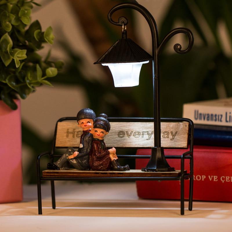 Bankta Oturan Romantik Aşıklar Figürlü Işıklı Biblo
