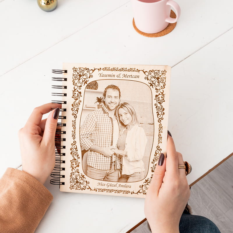 Fotoğraf ve Mesaj İşlemeli Ahşap Albüm