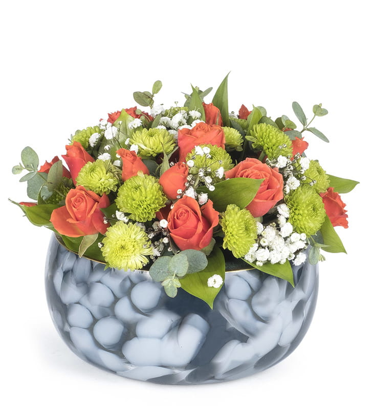 El Yapımı Dekoratif Vazoda Rengarenk Çiçek Aranjmanı
