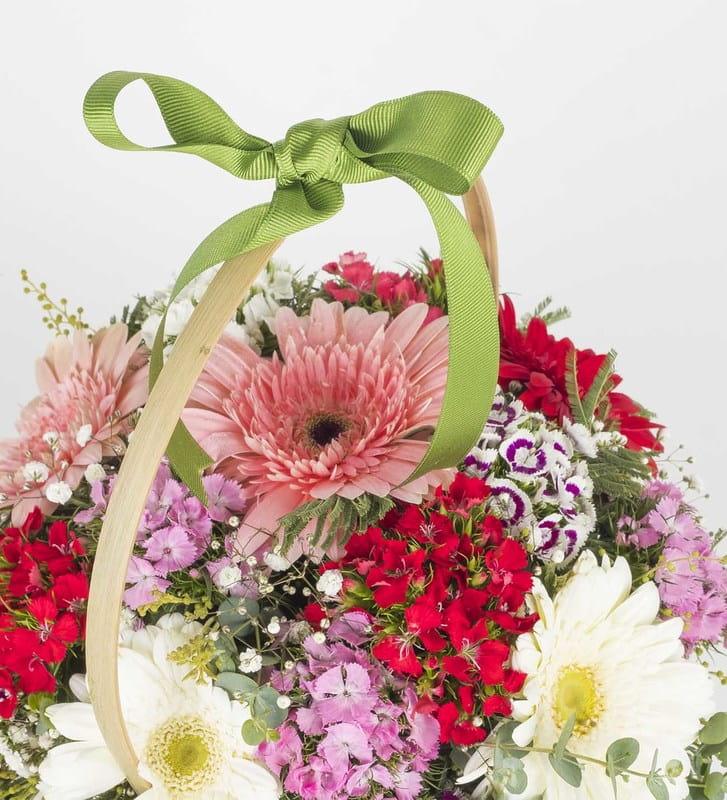Gerbera ve Hüsnüyusuf Çiçek Sepeti Aranjmanı
