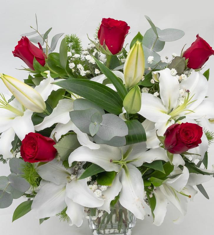 Gül ve Lilyum Mis Kokulu Çiçek Aranjmanı