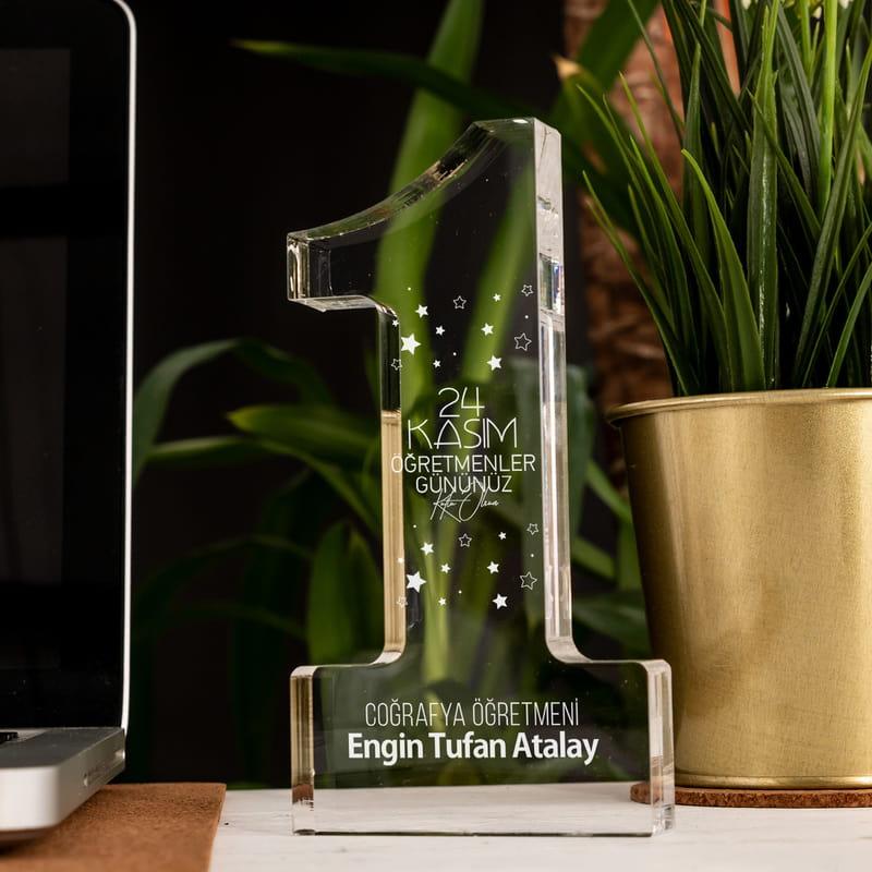 Öğretmenler Gününe Kişiye Özel Akrilik Bir Numara Ödülü