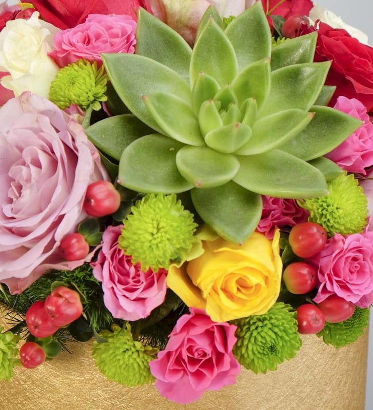 Renklerin Asaleti Bir Kutu Çiçek