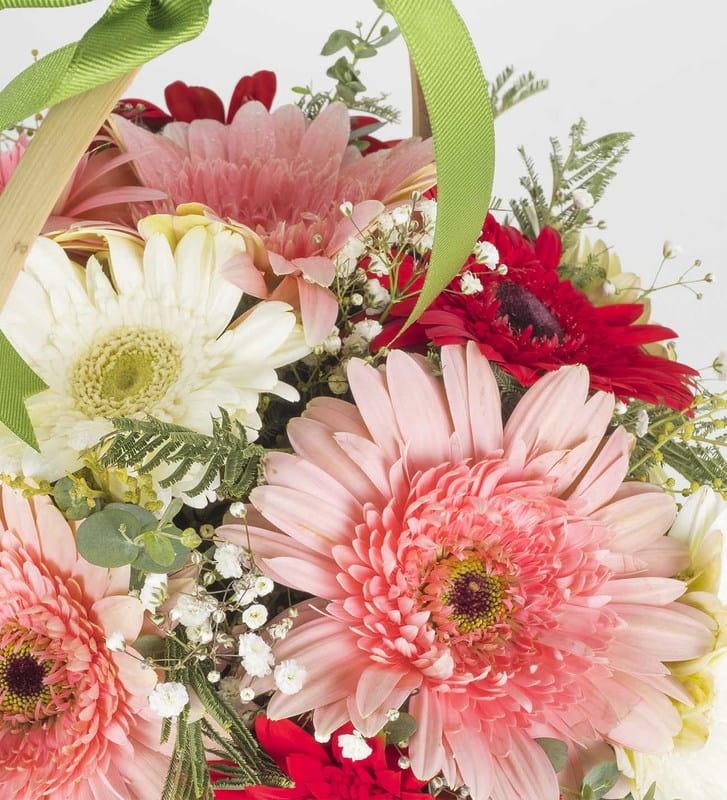 Renkli Hayaller Çiçek Sepeti