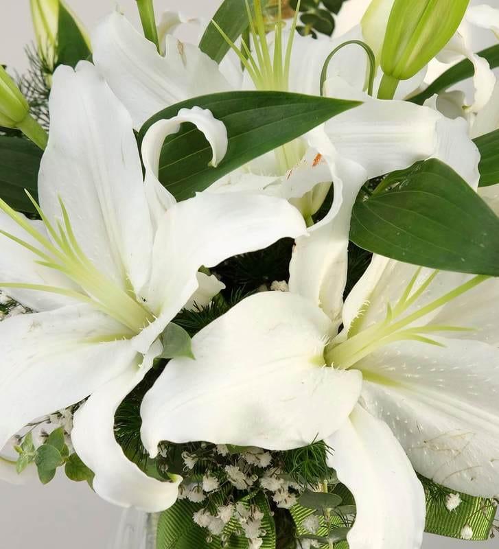 Sevginin Zarafeti Kokulu Beyaz Lilyum Aranjmanı
