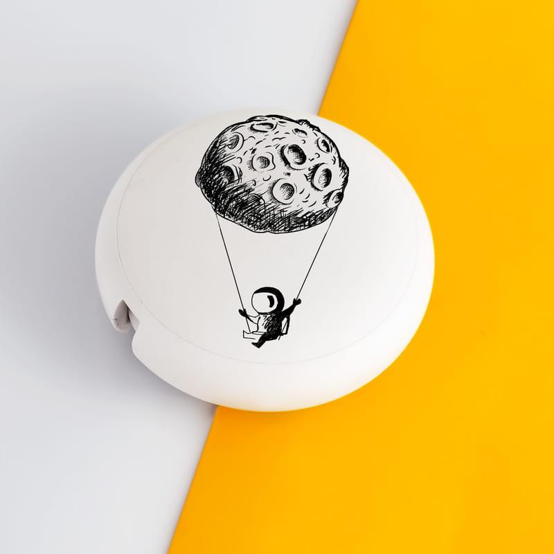 Eğlenceli Astronot Tasarımlı Organize Şarj Kablosu