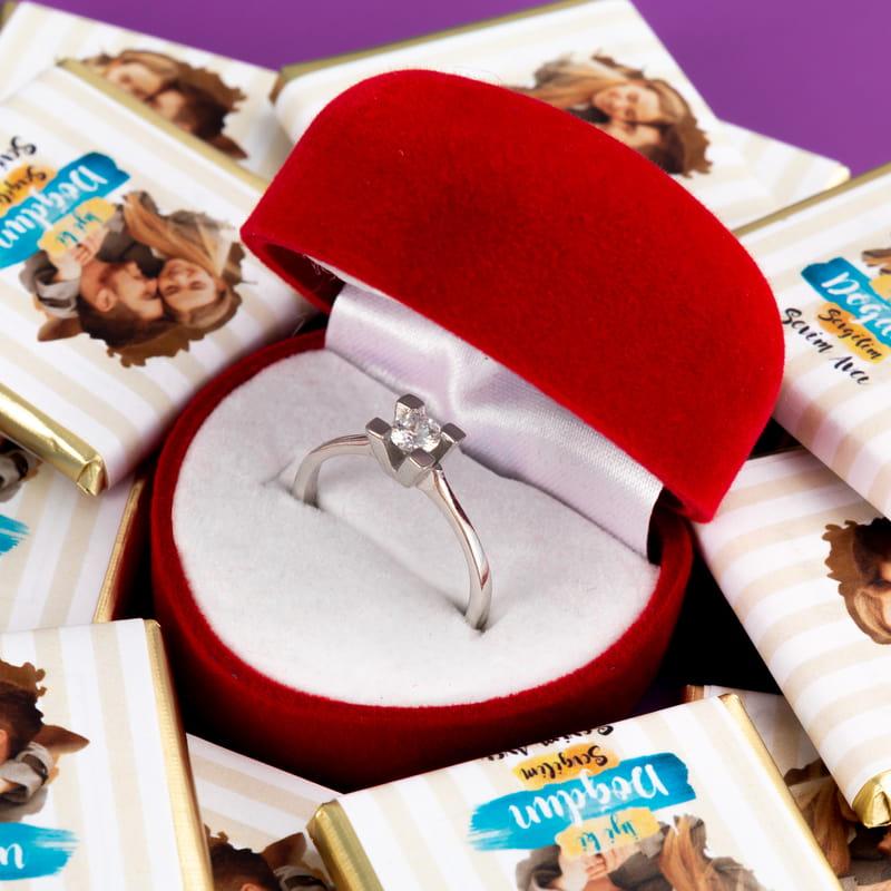 Sevgiliye Doğum Günü Hediyesi Tek Taşlı 32 li Kalpli Sargı Çikolata Kutusu