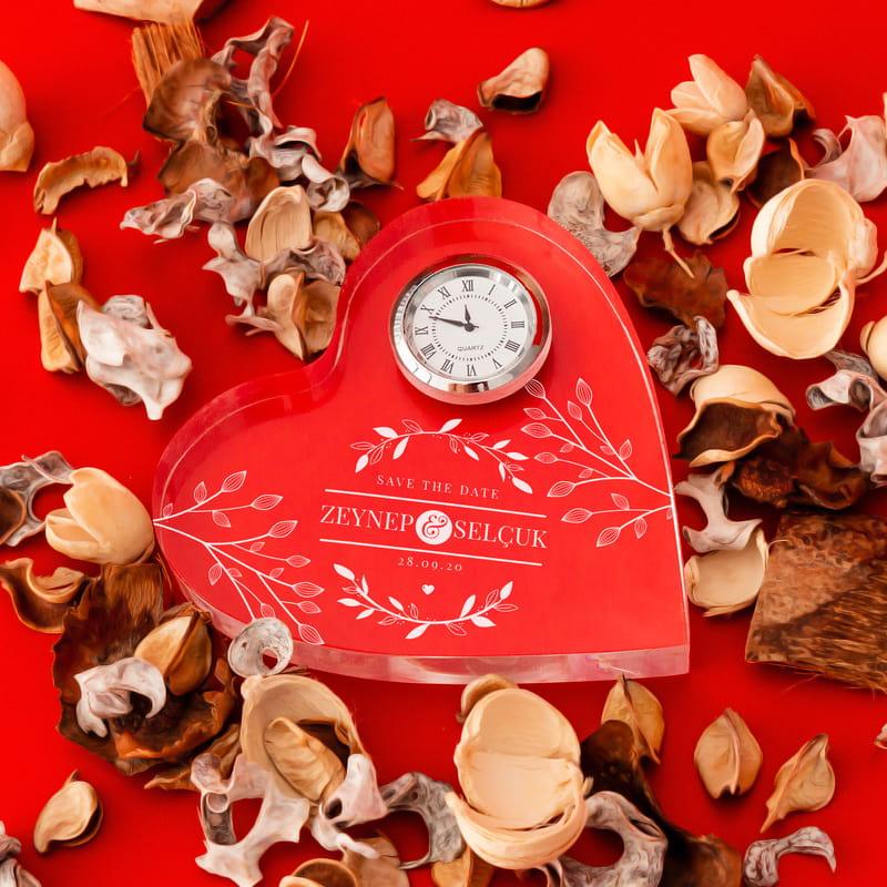 Sevgiliye Hediye İsim ve Tarih Yazılı Kalp Saat