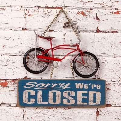 Büyük Kırmızı Bisiklet Kapı Yazısı