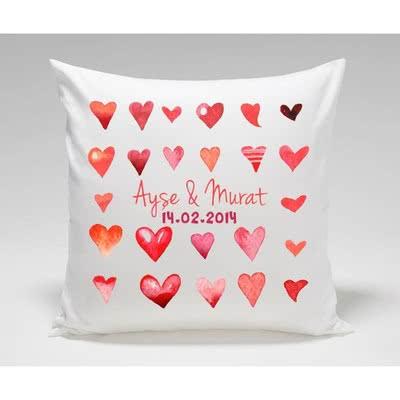 Sevgiliye Hediye Kalp Desenli Yastık
