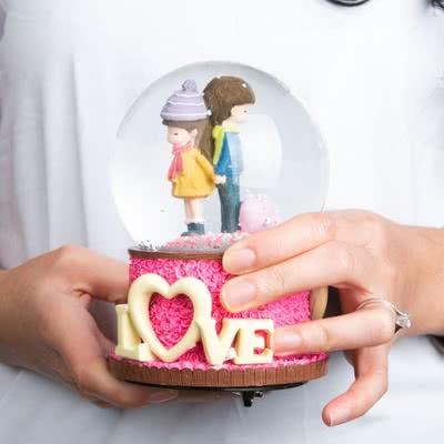 Aşık Çiftlere Özel Müzikli Kar Küresi