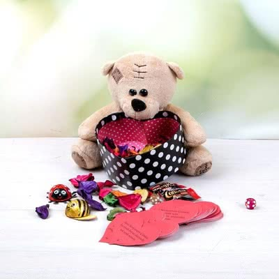 Sevgiliye Hediye Kalp Tutan Sevimli Ayıcık
