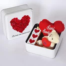Özel Kutusunda Çikolata Kalp Yastık ve Sevimli Ayıcık