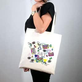 Retro Tasarımlı Bez Çanta Tişört Kombini